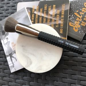 New Laruce LR335 Flat Foundation Brush
